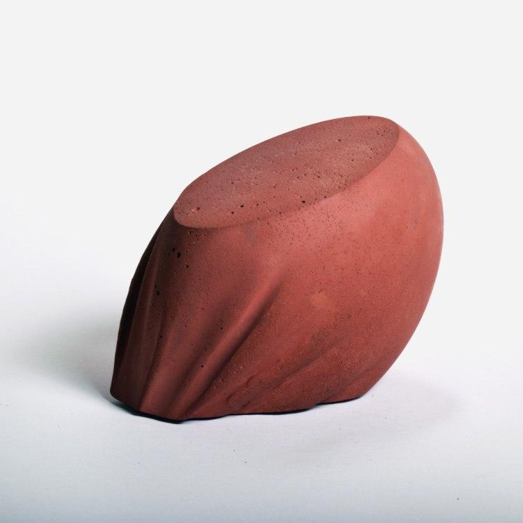 fragüe rojo y cemento blanco